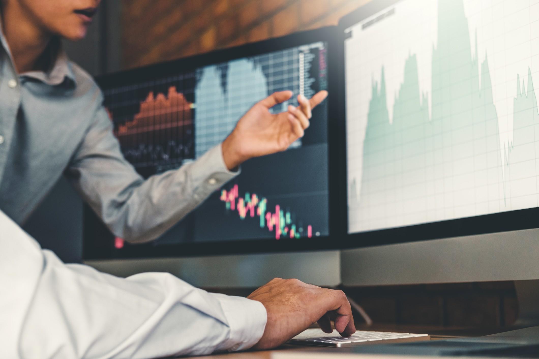 Tipp: Aktuelle Kurse verfolgen & in Aktien investieren! Bild:@penvipada151 via Twenty20