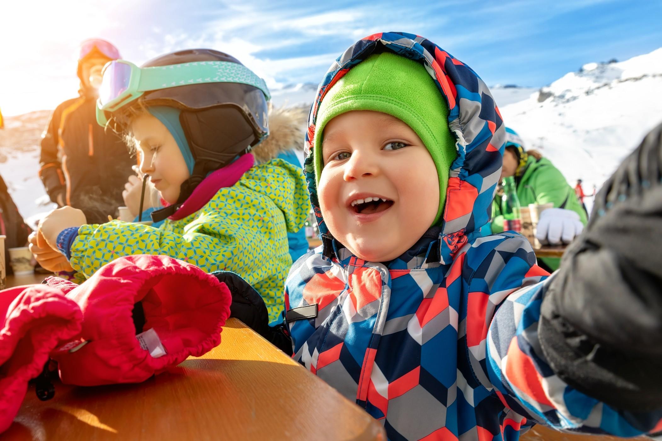 Skigenuss mit Kindern als Familie in Österreich! Bild:@gorlovkv via Twenty20